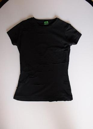 Стильная черная рваная футболка camelot с сеткой