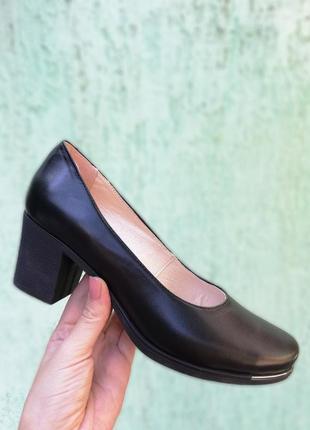 Кожаные черные туфли на устойчивом каблуке натуральная кожа