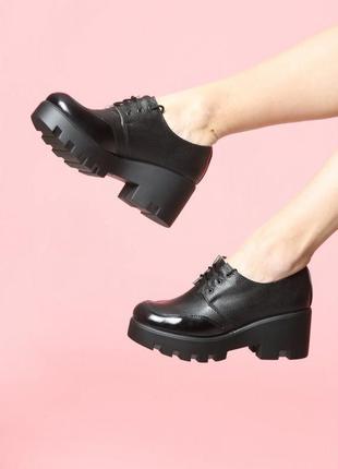 Кожаные черные туфли на платформе тракторная подошва натуральн...