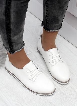 Кожаные комфортные белые туфли на шнурках низкий каблук натура...