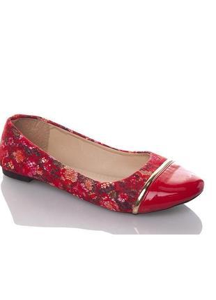 Стильные ажурные балетки с цветами с лаковым носом красные