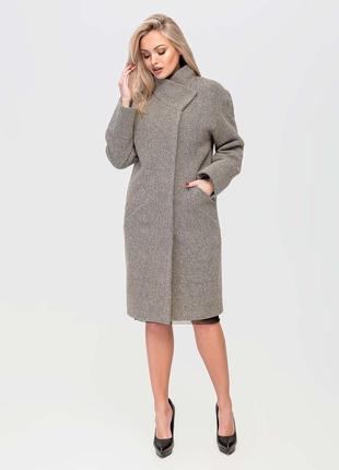 Стильное демисезонное пальто свободного кроя на запах серое, б...