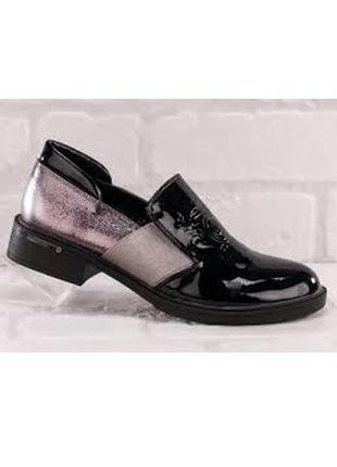 Стильные черные лаковые туфли с серебристыми вставками низкий ...