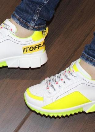 Яркие белые кроссовки с желтыми салатовыми вставками