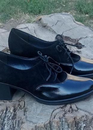 Замшевые лаковые кожаные черные туфли на устойчивом каблуке на...