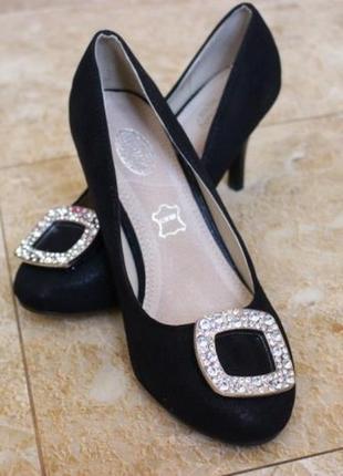 Элегантные черные туфли лодочки на небольшом каблуке шпильке с...