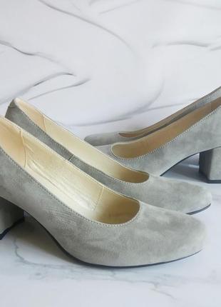 Замшевые серые туфли лодочки на устойчивом каблуке натуральная...