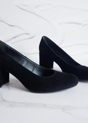 Замшевые черные туфли лодочки на устойчивом каблуке натуральна...