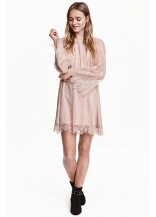 Пудровое кружевное платье