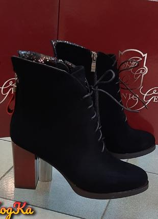 Стильные осенние замшевые ботинки на бордовом каблуке
