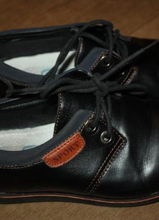 Школьные экокожа туфли р-35 в отличном состоянии