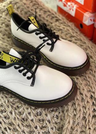 Стильные белые туфли новые