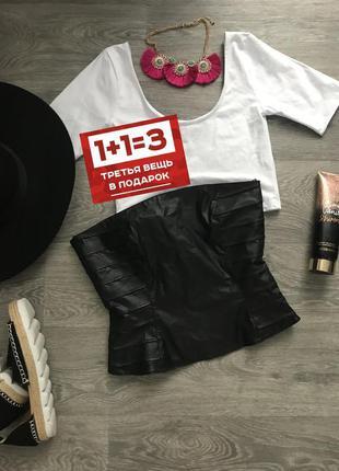 Стильный черный кожаный корсет сзади на замочке в идеальном со...