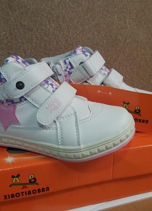 Стильные белые ботиночки для девочки