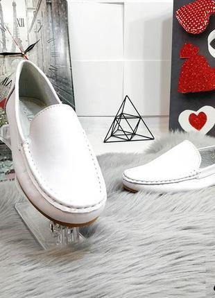 Красивенные белые туфельки кожа