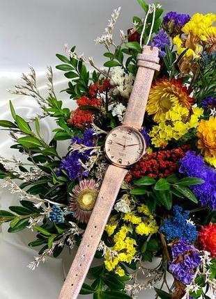 Стильные женские часы не большого размера к.22206