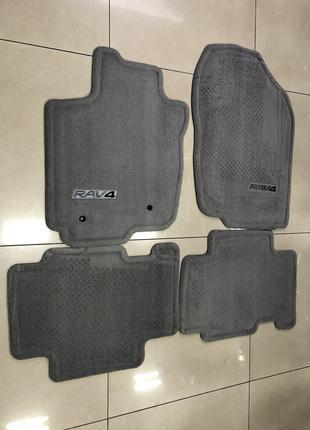 Новые оригинальные коврики на Toyota Rav4