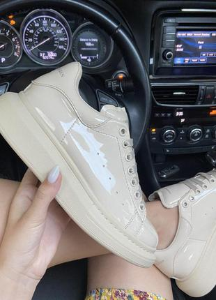 Шикарные женские кроссовки 🔥 alexander mcqueen light beige patent