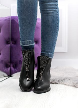Женские ботинки черного цвета на каблуке, из эко кожи 2421
