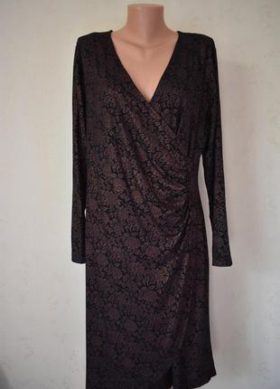 Красивое трикотажное платье на запах с принтом большого размер...
