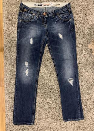 Шара!!! прямые рваные джинсы.