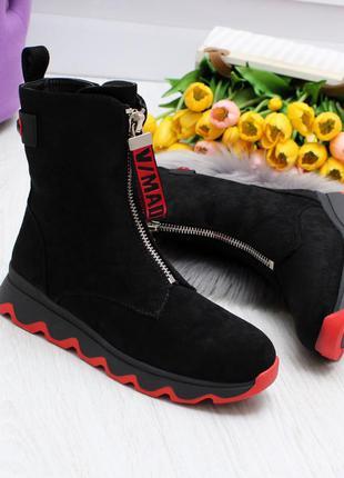 Модные оригинальные зимние ботинки в черно-красной расцветке н...
