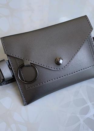 Женская серебристая поясная сумка на пояс цвета металлик на дв...