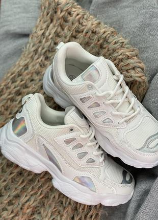 Белые спортивный кроссовки новые