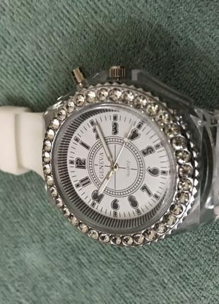 Часы кварцевые с подсветкой на подарок смотрите др. мои товары.