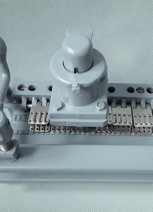 Устройство УМ130 для запрессовки соединителей в ленту