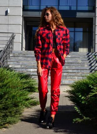 Невероятные брюки -джоггеры красный