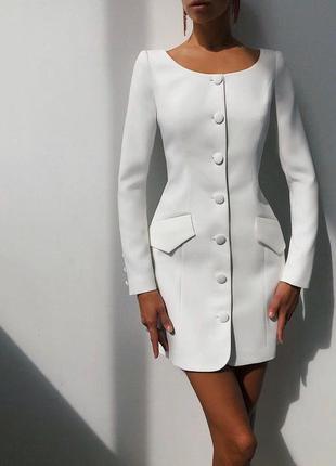 Платье - пиджак на пуговицах белый
