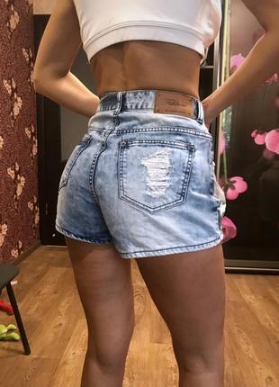 Стильные джинсовые шорты с завышенной талией и царапками  сша