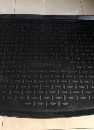 Toyota Auris - Новый оригинальный коврик в багажник