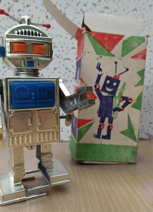 Заводной робот, игрушка из СССР