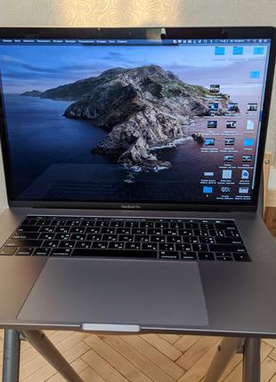 MacBook Pro 15'' 2018 (512 SSD, i7-2,6ghz, Radeon pro 560x)