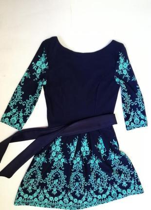 Красивое платье и поясом