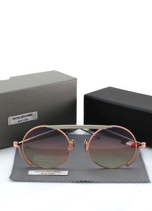 Солнцезащитные очки в розовой оправе