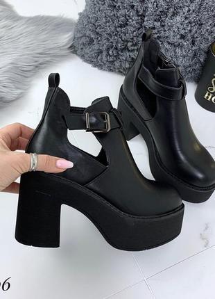 Черные демисезонные ботинки на масивной подошве,черные ботинки...