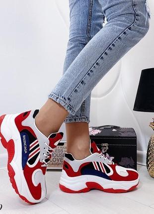 Красные массивные кроссовки с белыми вставками, кроссовки на в...