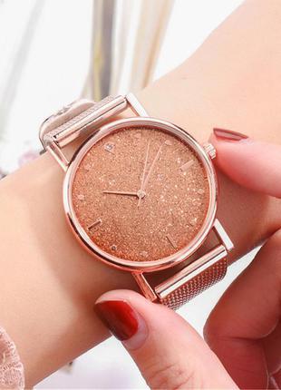 Часы женские наручные золотистые на силиконовом ремешке годинник