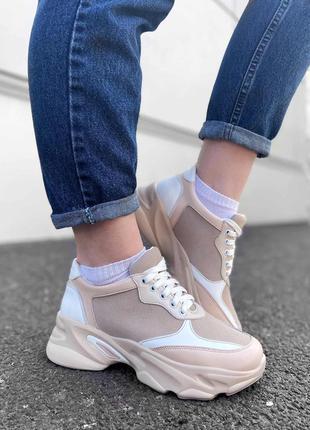 Бежевые кроссовки в комбинации кожи и замши