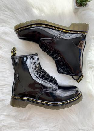 Женские кожаные ботинки dr. martens 1460 lacquer черного цвета...