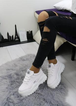Белые кроссовки на высокой подошве, белые кроссовки на массивн...