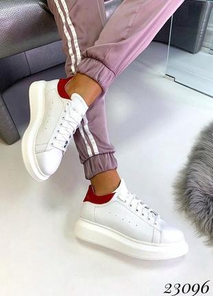 Белые кожаные кеды с красной пяткой, белые кроссовки на платфо...