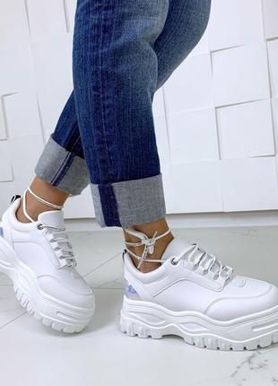 Белые массивные кроссовки,белые кроссовки на высокой подошве.