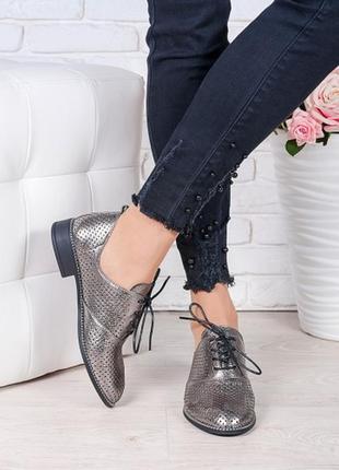 Серебристые туфли из натуральной кожи на низком ходу, никелевы...