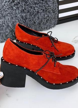 Красные замшевые туфли на каблуке, красные туфли из натурально...