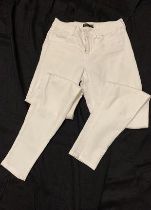 Белые джинсы скинни базовые