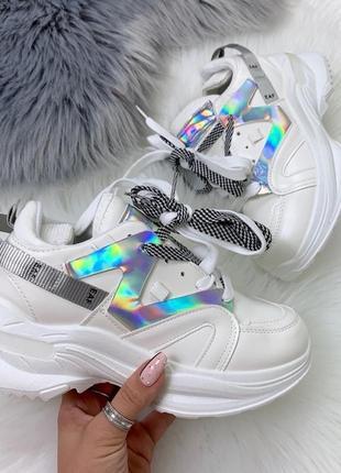 Трендовые кроссовки с серебристыми вставками,белые кроссовки н...
